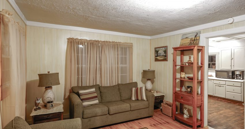 Old Country Cottage Sleeps 8
